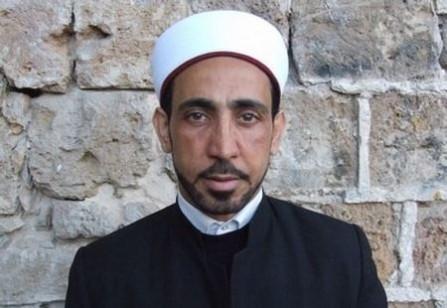 الشمال الإسرائيلي: مسلمون متطرفون ألحقوا أضرار بسيارة إمام مسجد بسبب قيامه بزيارة تعزية الى ضحايا الاعتداء الإرهابي بالعاصمة